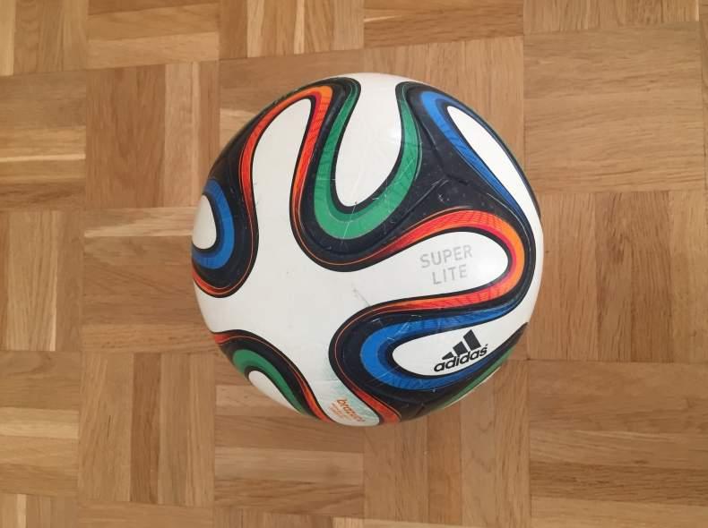 4821 adidas Fußball