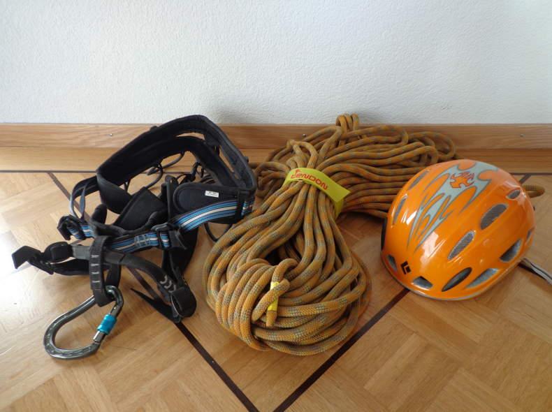 Klettergurt Mit Helm : Teil sicherungstechniken helpthehunsrücker helm aufsetzen und