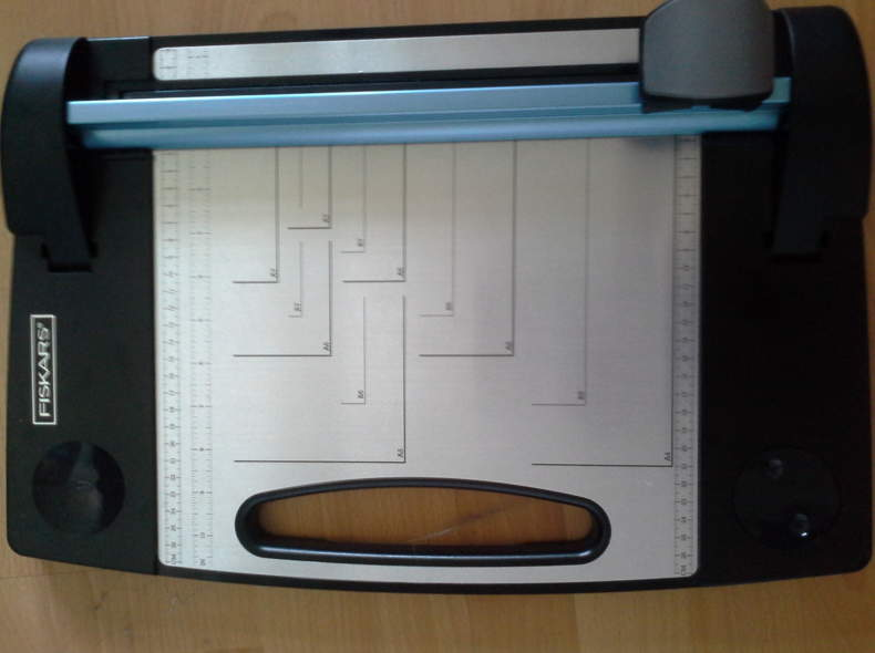 677 Papierschneidemaschine