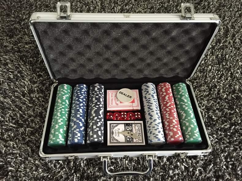 1547 Pokerset