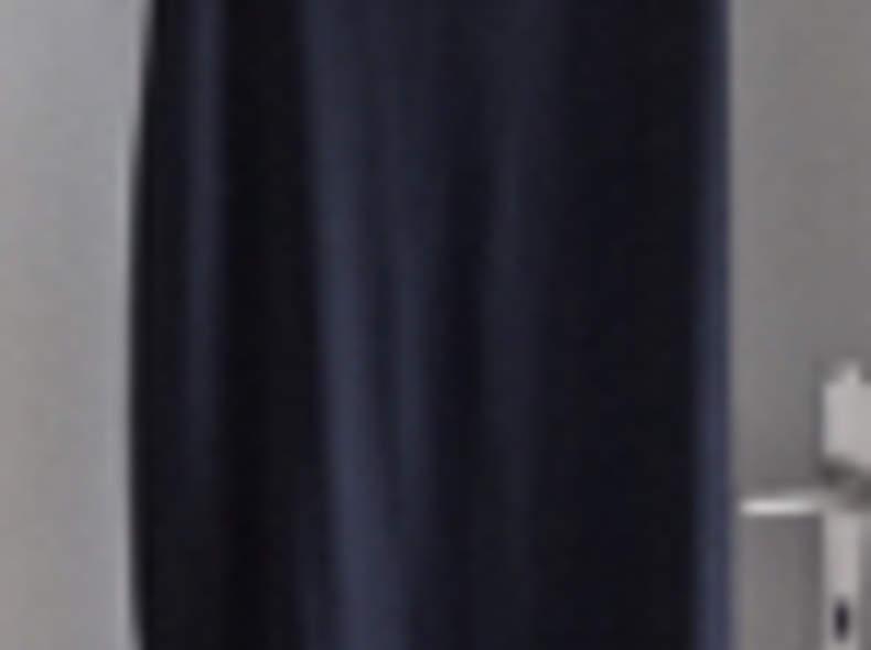 1768 langes schwarzes Kleid