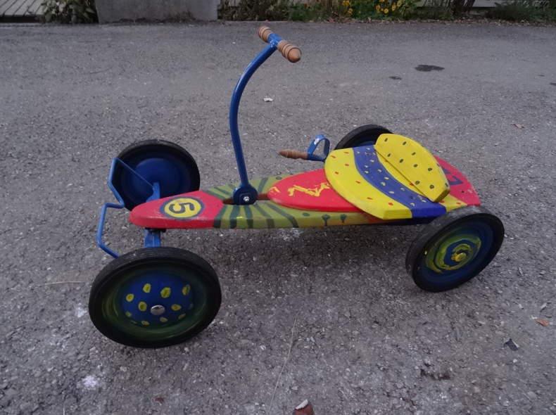 2047 Lustiges Fahrzeug