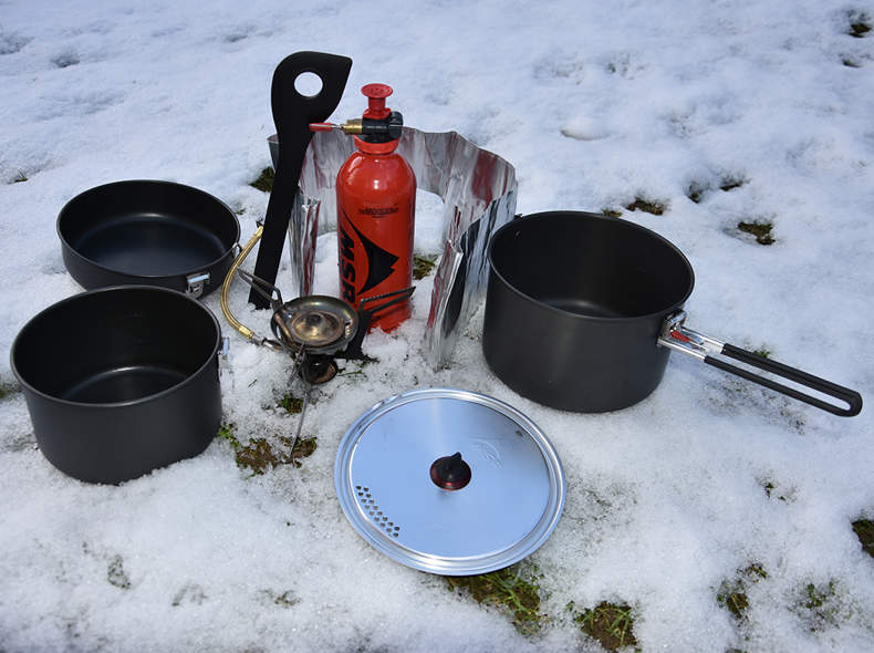 2343 MSR Campingkocher inkl. Pfannenset