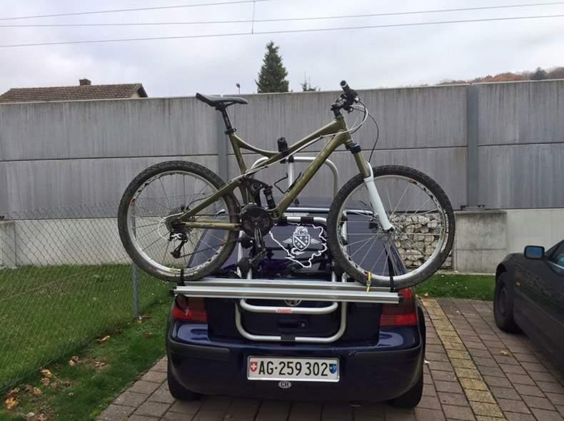 2388 Velo mit velotraeger