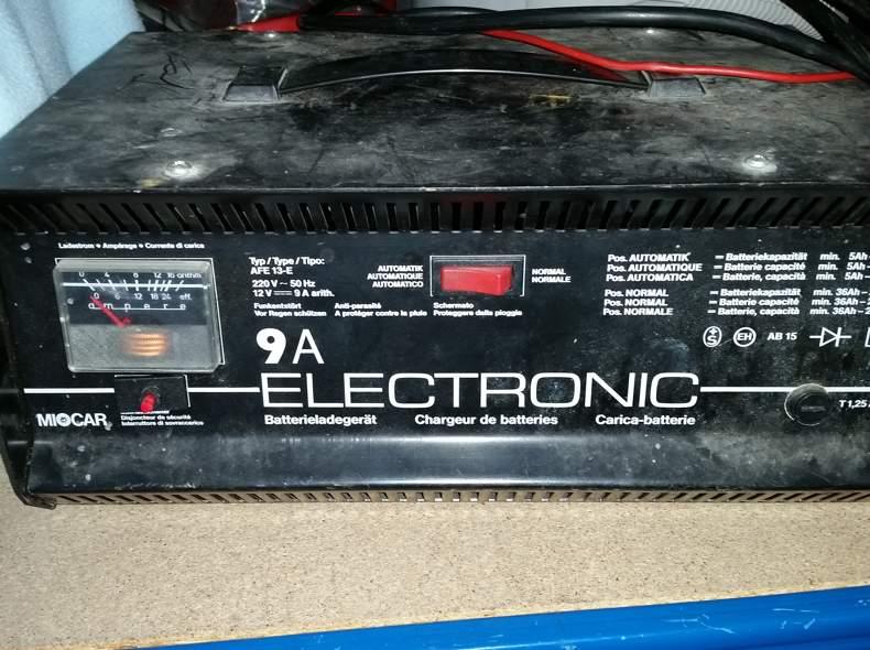 2413 Autobatterie-Ladegerät