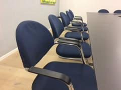5424 Stühle, stapelbar (1 von 30 Stück)