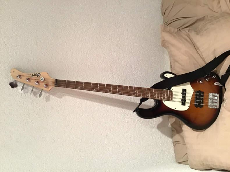 13182 Cort E-Bass