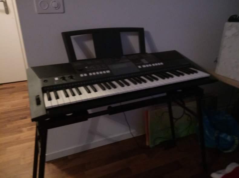 13781 Yamaha Keyboard