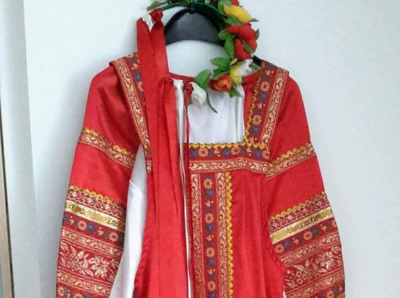 14241 Slawisches Frauen Kostüm
