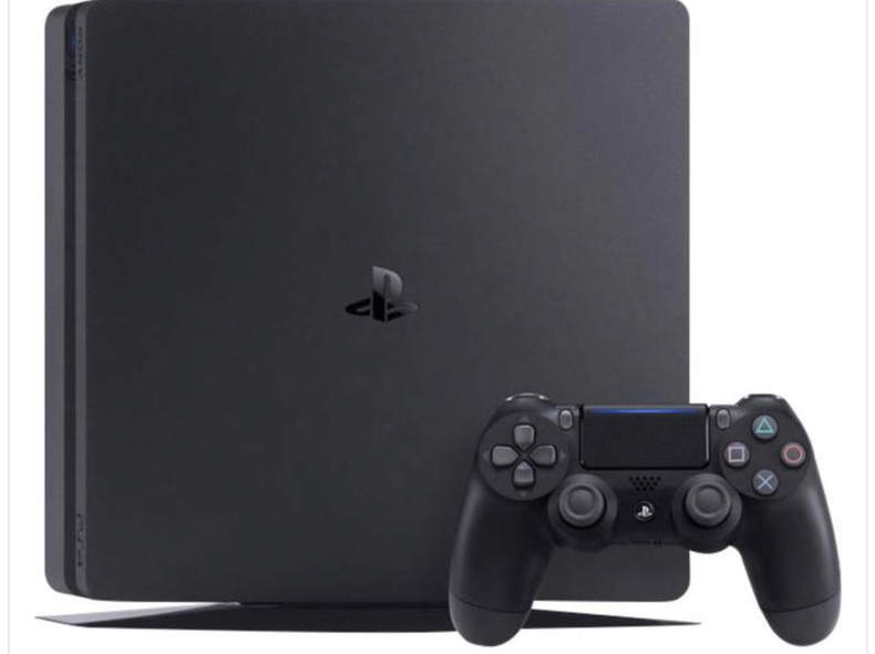 15421 PlayStation 4 with pad and games