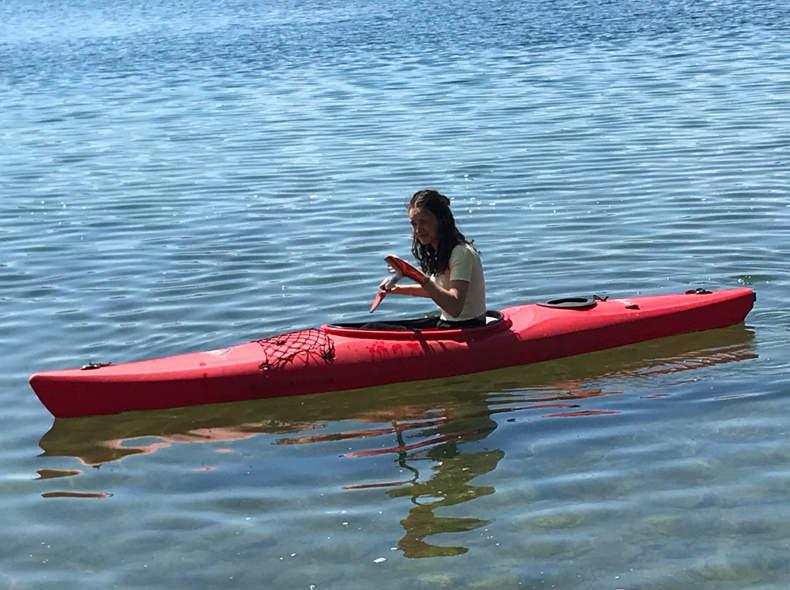 16089 Kanu mit Schwimmweste