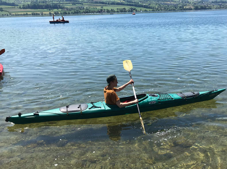16090 Kanu mit Schwimmweste