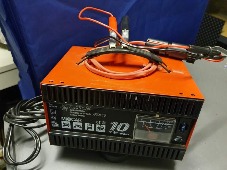 17795 Ladegerät für Auto-Batterie