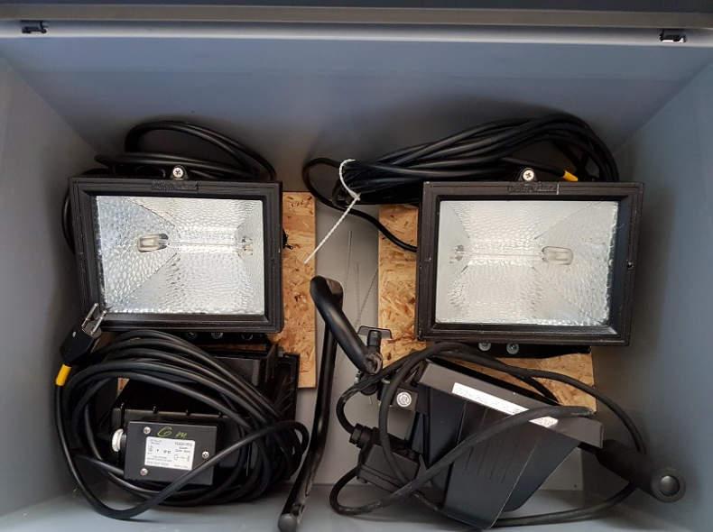 5802 Kiste 4x Halogenscheinwerfer 500W
