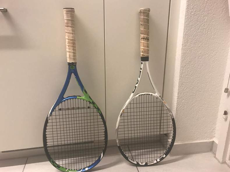 21457 2 Tennisrackets