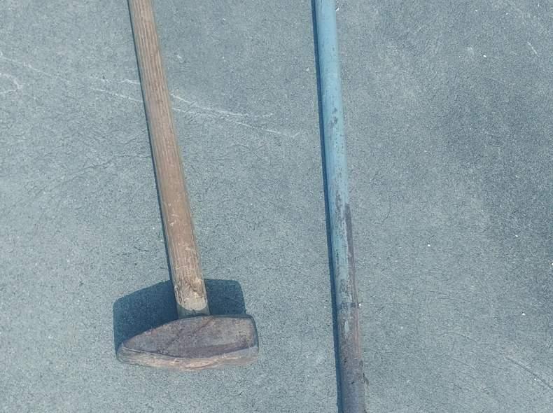 21569 Locheisen und Vorschlaghammer