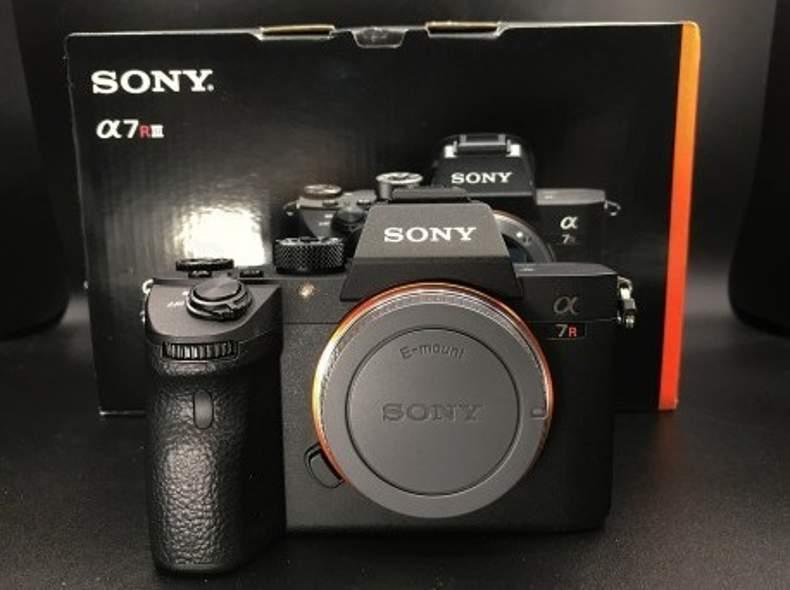22108 Fotokamera Sony A7 RIII