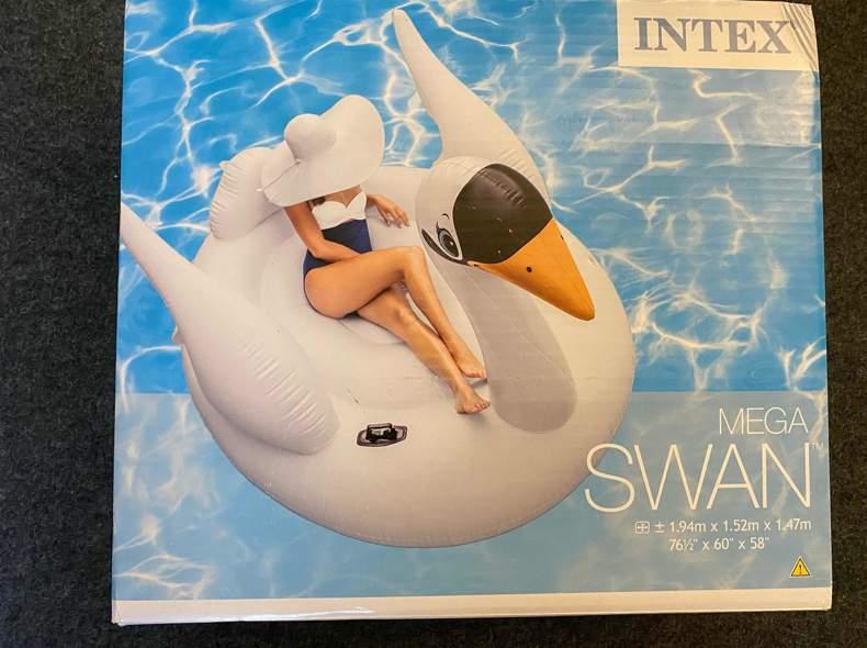 24007 Swan Floati