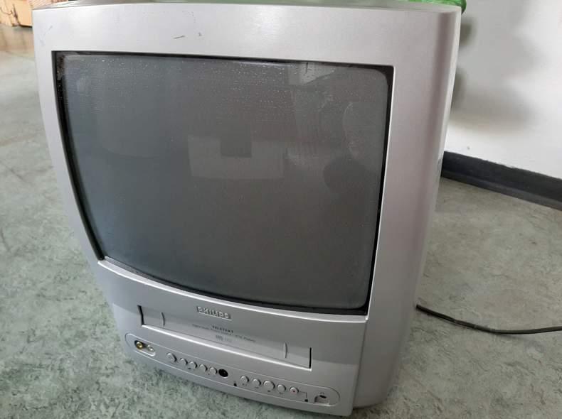 24212 Fernseher Röhrenfernseher mit VHS