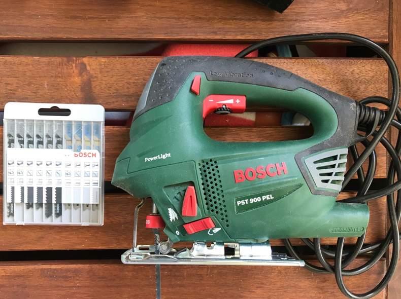 24876 Bosch Stichsäge mit Sägeblättern