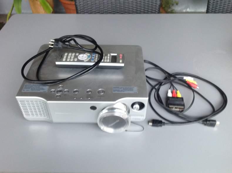 25324 Beamer Panasonic HD
