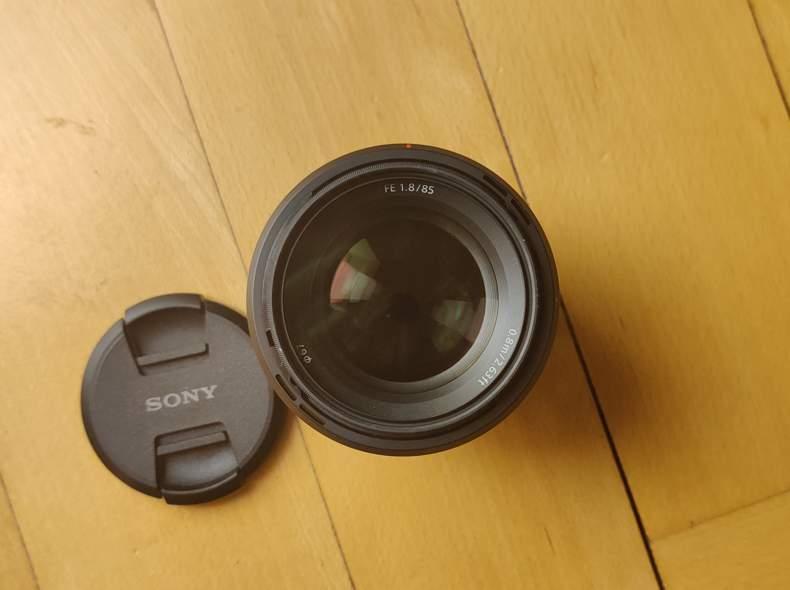 27201 Sony FE 85mm f/1.8 E-Mount Objektiv