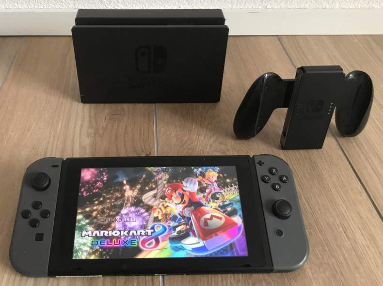 28426 Nintendo Switch + Mario Kart 8