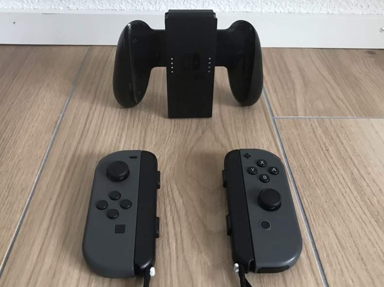 28429 2x Nintendo Switch Controller