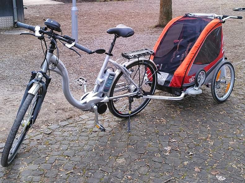 30069 eBike mit Kinderwagen-Anhänger