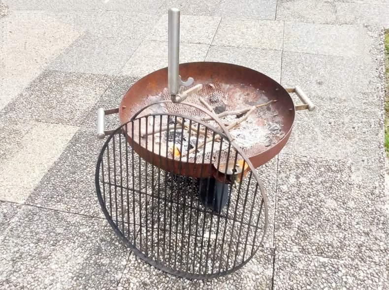 30349 Feuerschale mit Grillrost