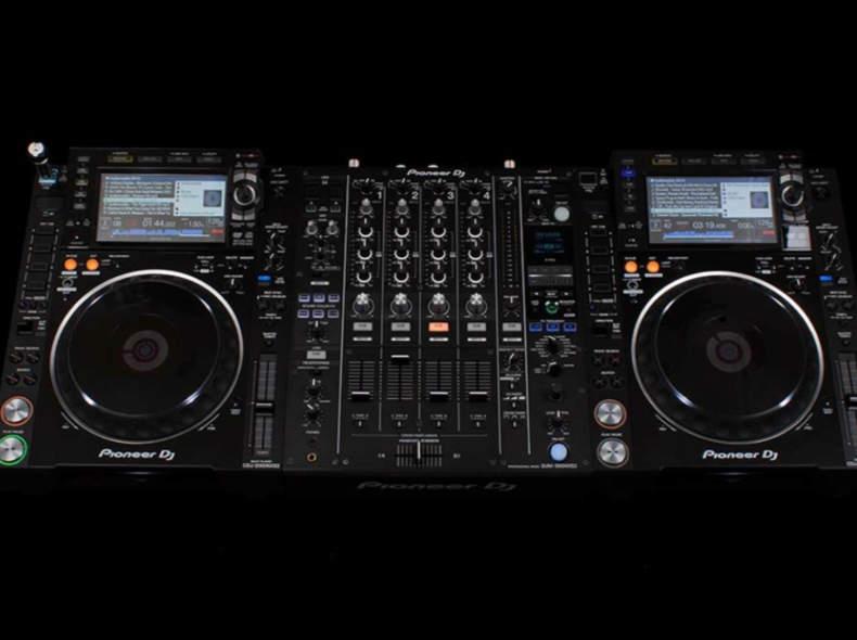 30496 Pioneer CDJ 2000 Nexus 2 Club Mixer