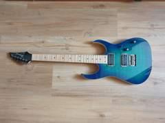 32248 E-Gitarre mit Verstärker