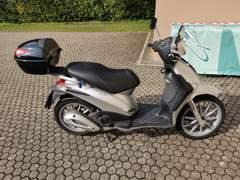 33099 Piaggo 125cc Roller