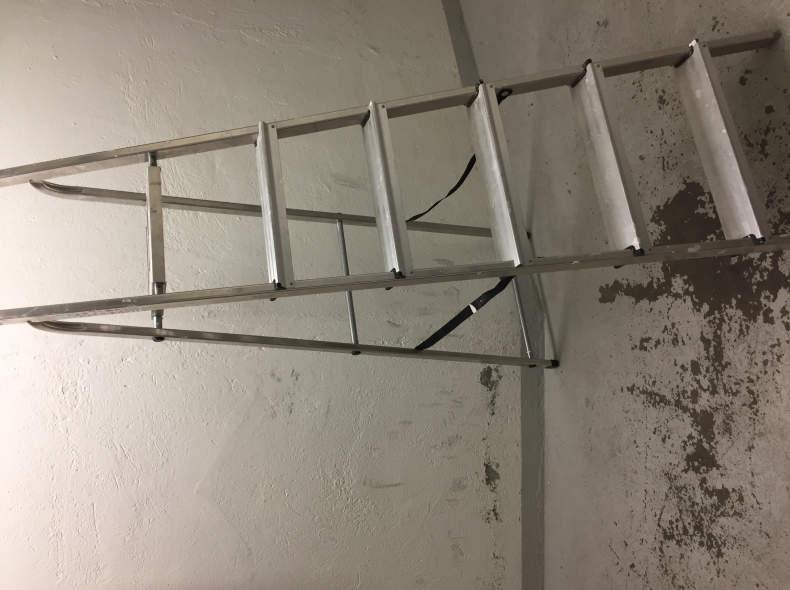 6040 Leiter (Tritthöhe ca. 1.30m)