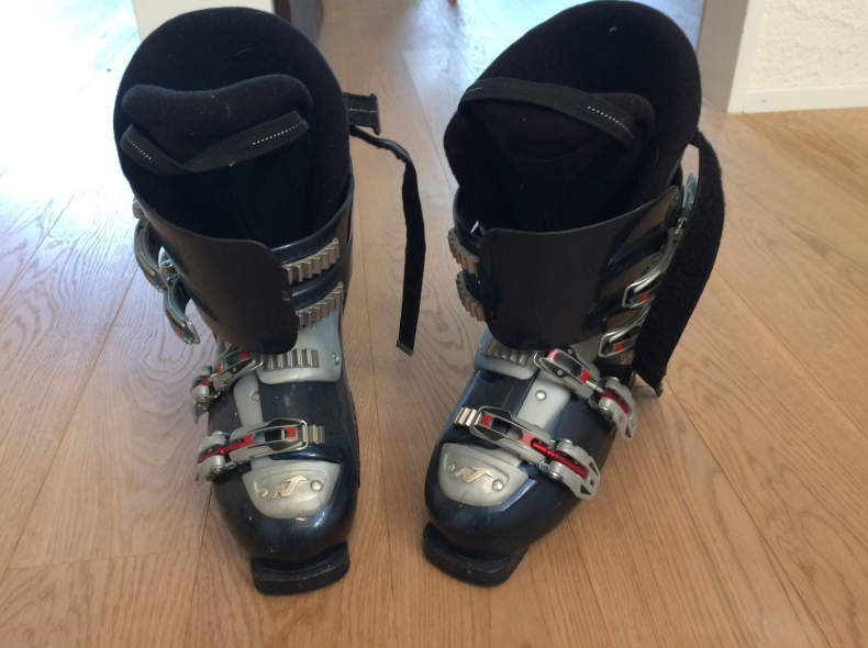 7061 Skischuhe Gr41