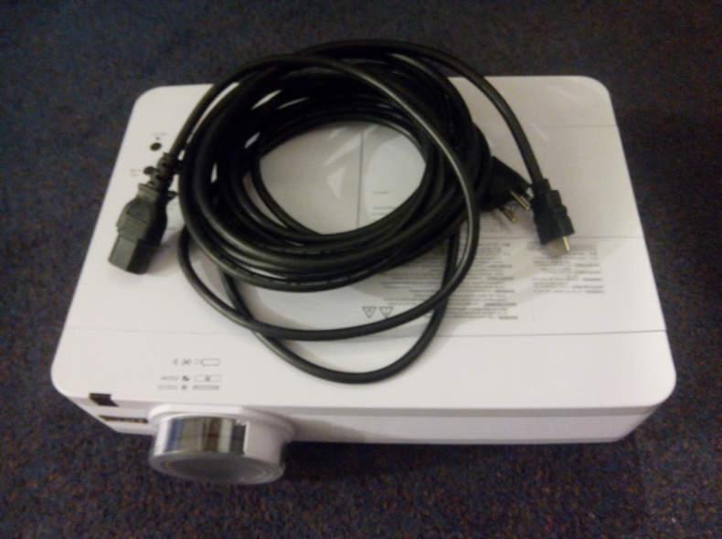 7792 Beamer Eiki mit HDMI-Anschluss