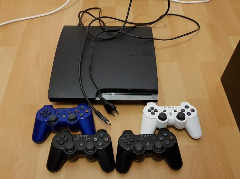 8073 PS3 Slim + 4 Controller + Zubehör