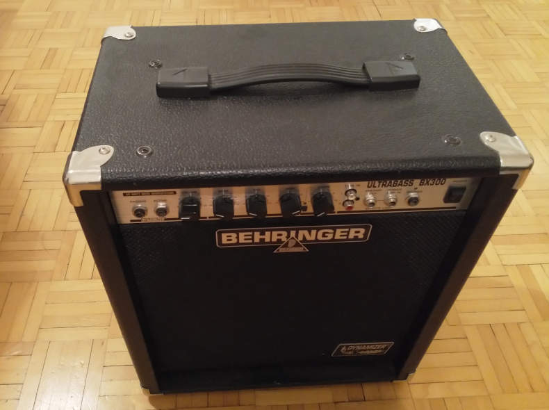 8873 Combo Bass Verstärker 10'' / 30 W