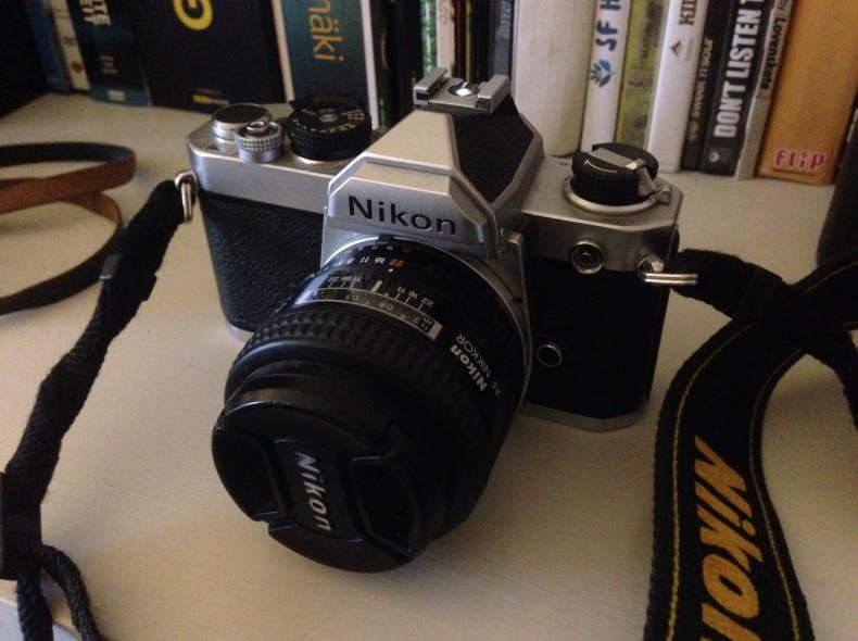 9320 Nikon FM mit 24mm und 50mm