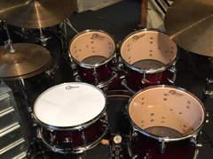 9401 Schlagzeug zu vermieten