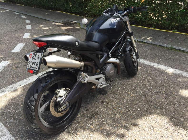 10575 Motorrad Ducati Monster 696