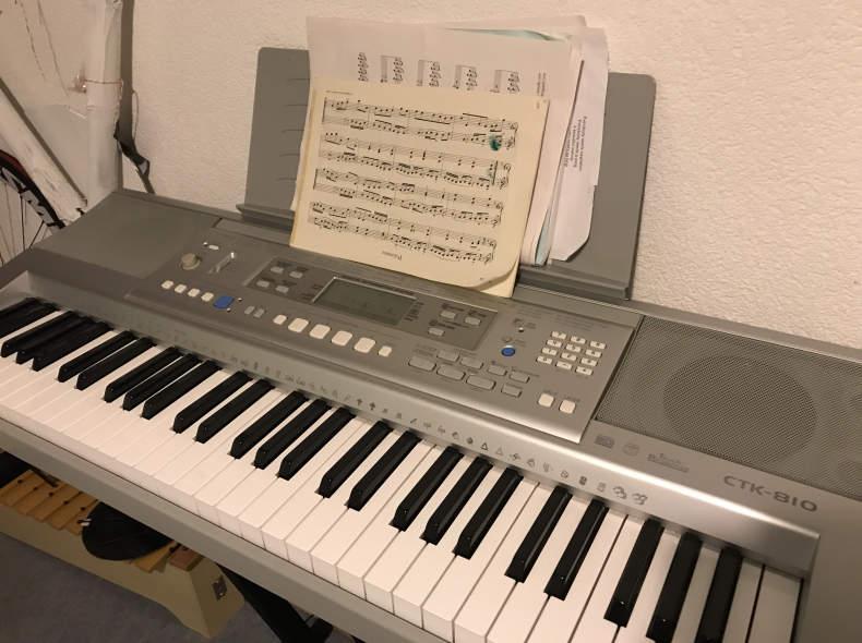 13377 Elektropiano Yamaha ctk810