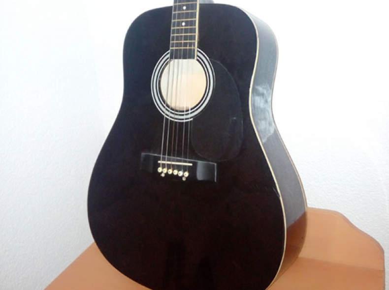 13849 Akustische, spanische Gitarre :) ..