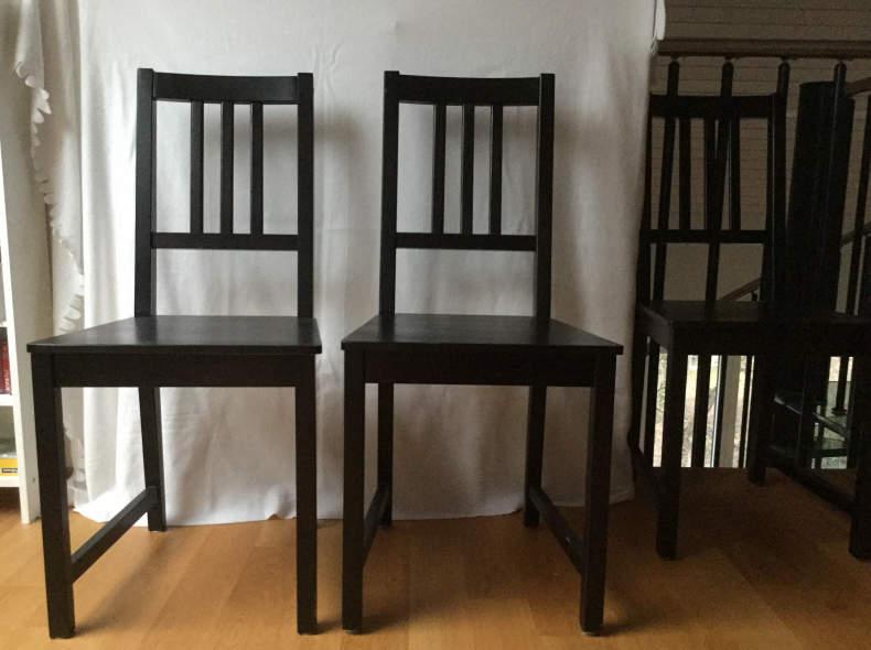 14087 8 schwarze Holzstühle