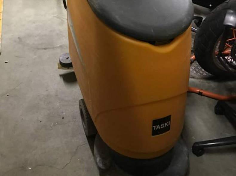 14350 Bodenreinigungsmaschine