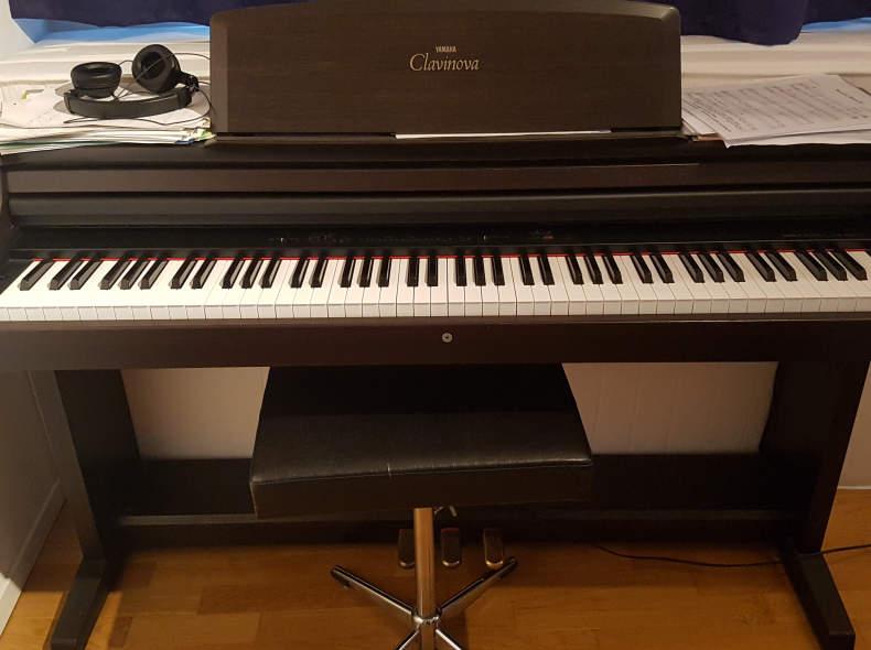 16544 Clavinova Yamaha, Klavier