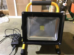 20855 LED Scheinwerfer mit Akku