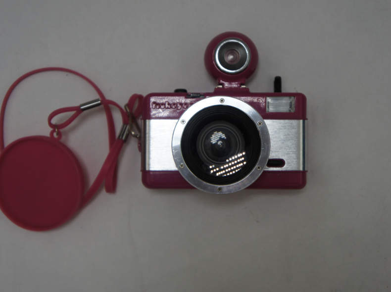 21506 Analoge Fotokamera mit Fischaug