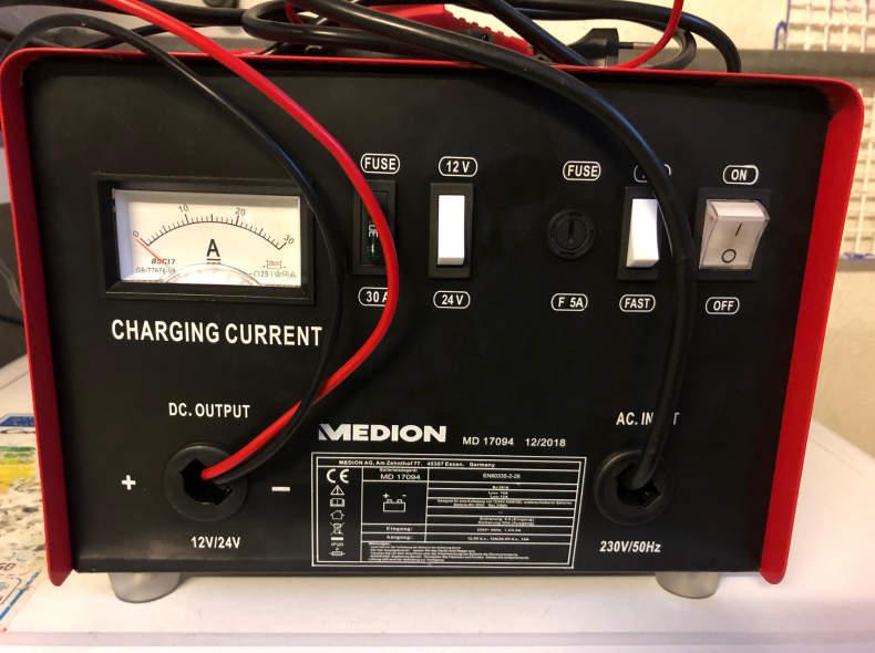 21910 Auto-Batterieladegerät Medion