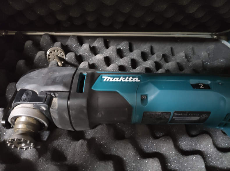 22009 Multitool Akku Makita XMT03